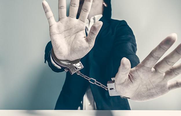 交通事故加害者が刑務所に入る場合|死亡事故なら交通刑務所行き?刑務所に入る期間は懲役何年?