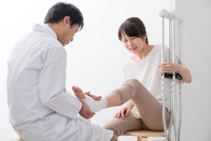 交通事故の治療|流れ・整形外科や整骨院への通院方法・転院などのポイントを解説!