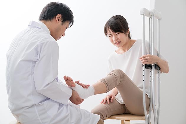 交通事故の治療の流れ|整形外科から整骨院への紹介状なしの転院は✖!?