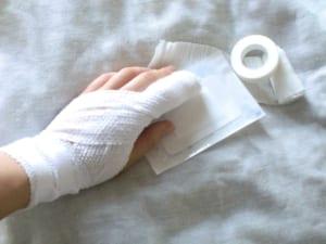 指切断の後遺症|手と足で慰謝料や保険金は同じ!?交通事故と労災での後遺症等級は?