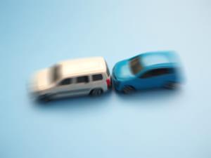 追突事故発生から示談まで|点数・慰謝料の相場・休業補償・対処法まで完全網羅!