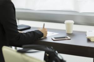 交通事故の示談書|書き方や文例・公正証書の作成の効力・弁護士の必要性を紹介!