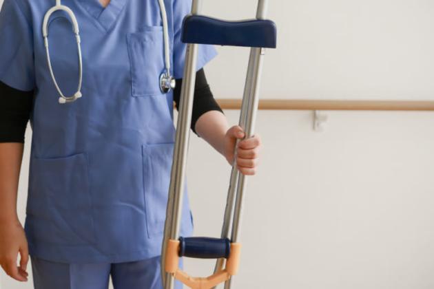 股関節脱臼骨折の後遺症 症状は?治療は手術とリハビリ?慰謝料の相場も気になる!