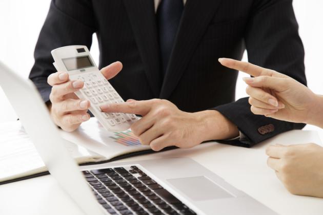 人身事故の示談金|内訳や相場は?保険会社から保険金の支払い時期はいつ?